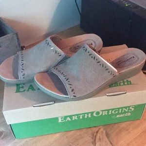 d3eed82d3a4e Earth Origins Shoes - Earth Origins Valorie slip on sandal Size 9